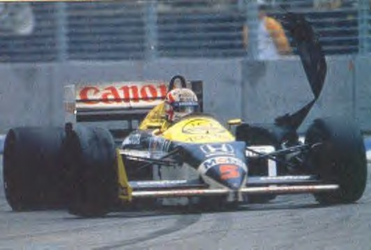 No momento do Estouro do pneu de Nigel Mansell