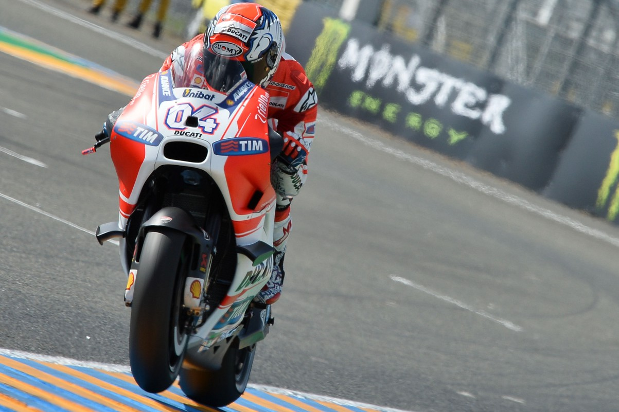 Dovizioso busca tirar 15 pontos de Rossi para tomar a liderança do campeonato da MotoGP