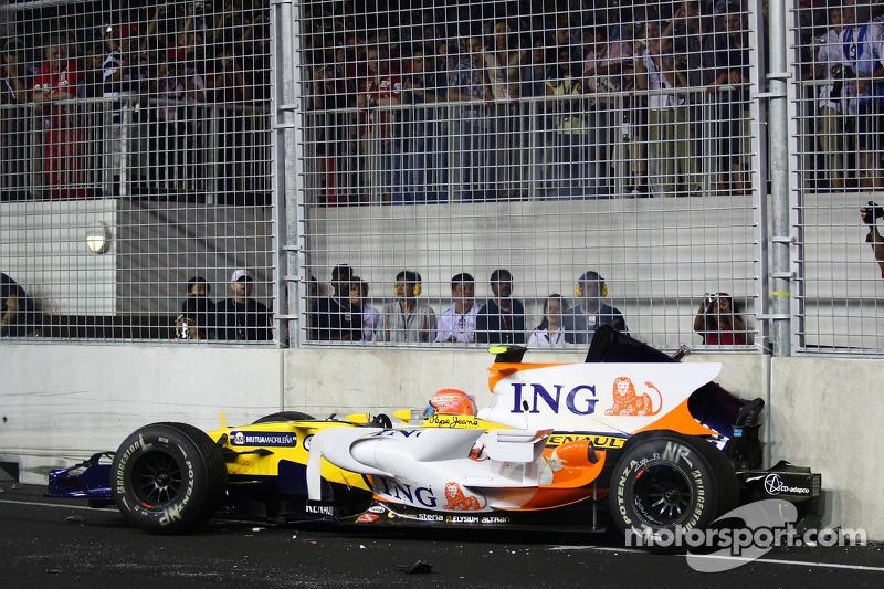 Nelsinho sempre vai ser o piloto que trapaceou para fazer o seu companheiro vencer e arruniou várias carreiras promissoras com sua Maldita atitude!