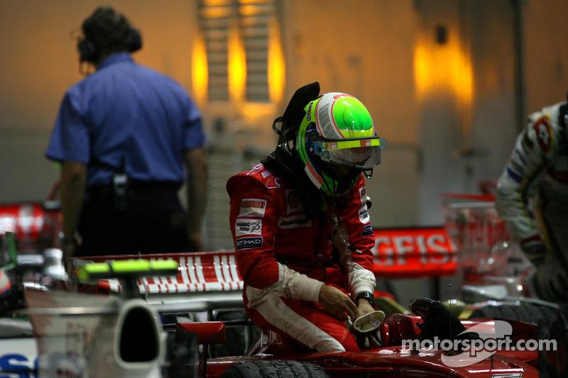 Massa perdeu o título em Cingapura - Foi uma das causas.