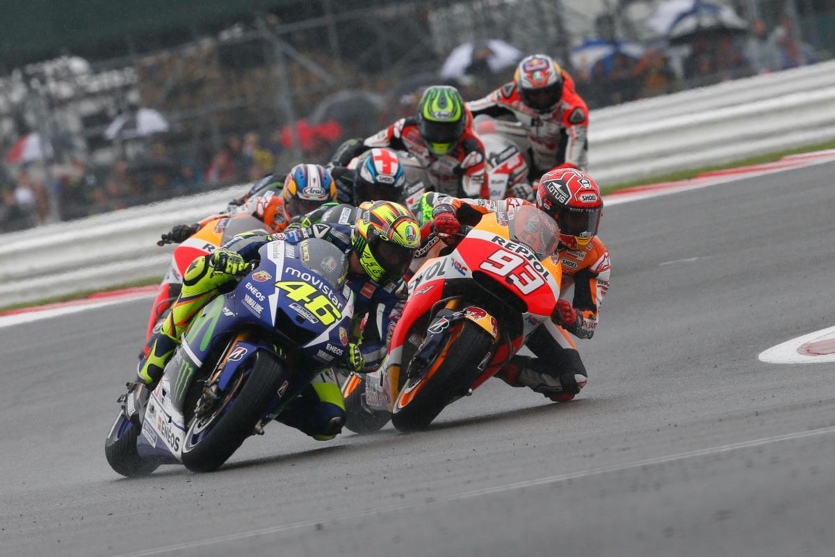até a Metade da corrida Rossi e Marquez disputavam a vitória até a Formiga Atômica cair