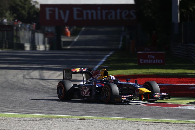 O Francês Gasly acabou sendo prejudicado pela equipe DAMS que fez um trabalho ruim para trocar os pneus.