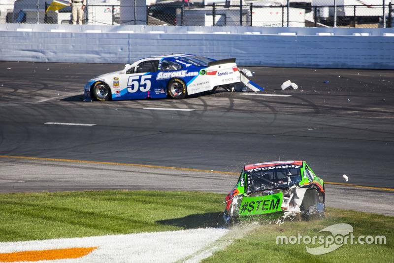 Acidente entre Danica Partick e David Ragan