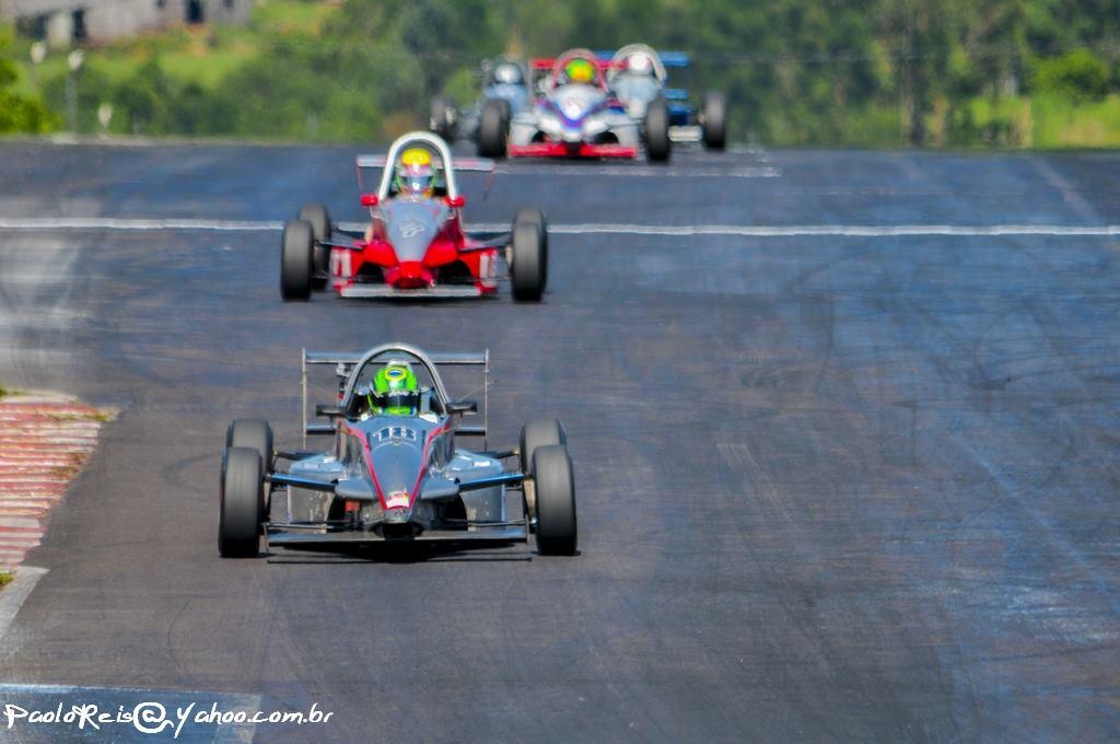 Disputa pelo título entre Lucas Alves e Marcelo Giacomello na pista