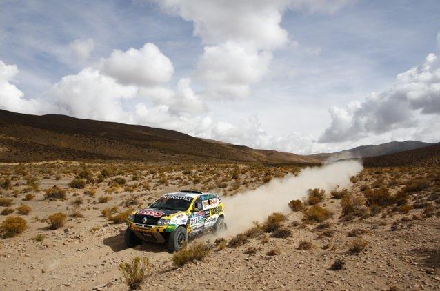 Belo Trabalho de Emiliano Spataro com o seu Renault
