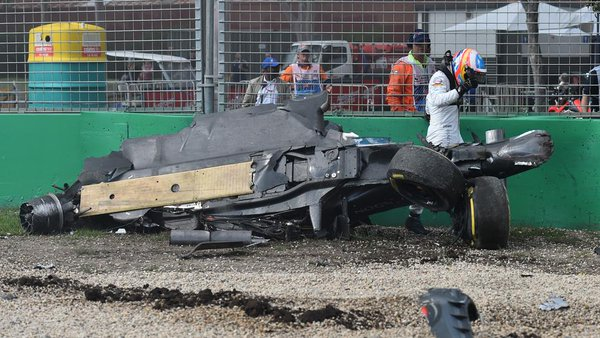 Carro_Alonso_destruido_2016_australia