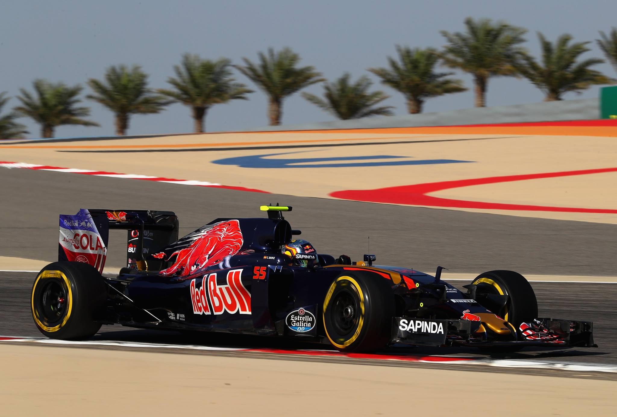 Max Verstappen larga na frente de Carlos Sainz jr.