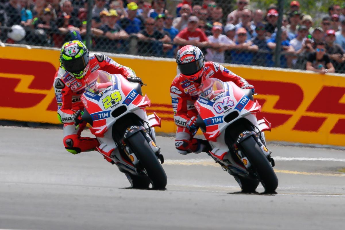 Ambos pilotos da Ducati oficial caíram e não terminaram a prova